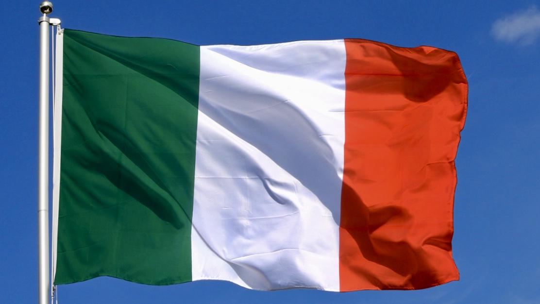 Drapeau italien flottant au vent